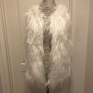 Style Rock White Faux Fur Vest